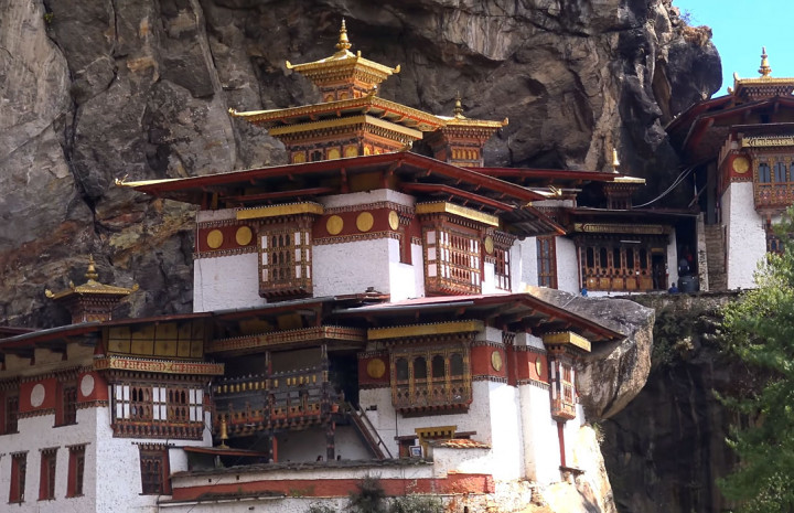 hiking  tiger's nest monastery