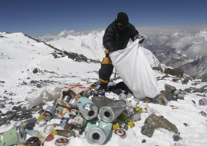 mount-everest-trash