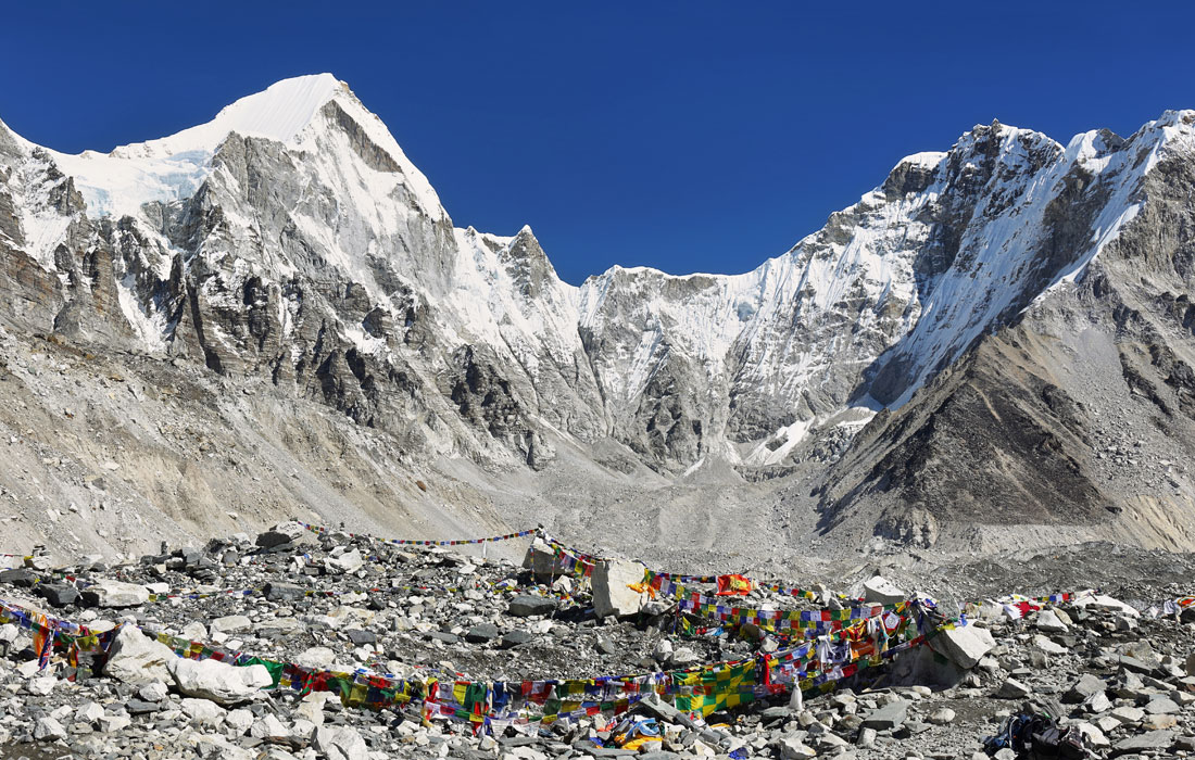 A short Everest Base Camp and Kala Patthar Trek – Hike to EBC and return to Lukla via helicopter