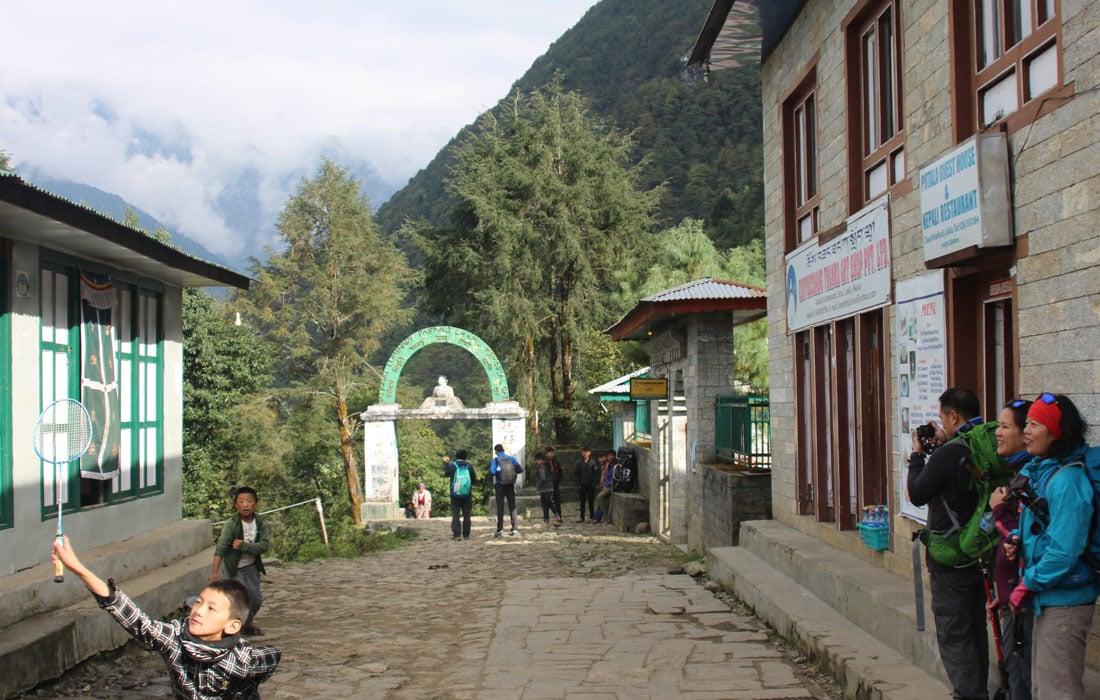 Lukla Bazaar, Solukhumbu