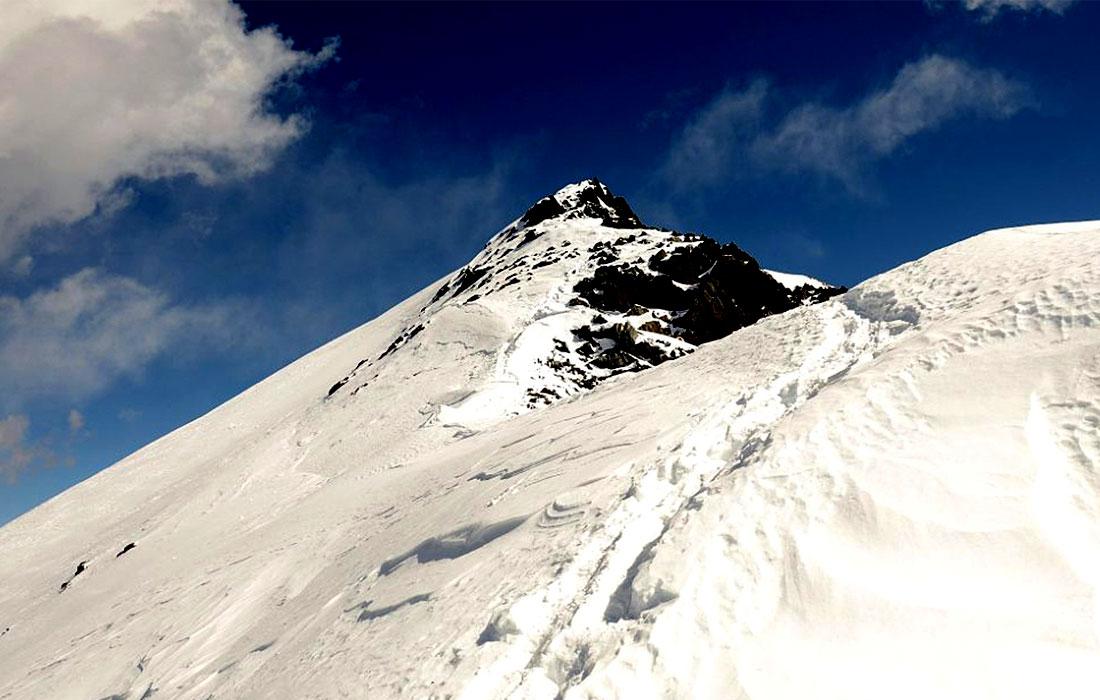 Dhampus Peak Near Summit
